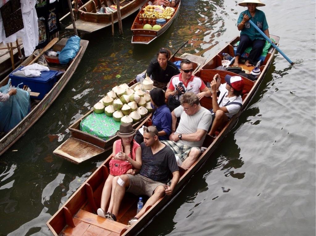 North of Thailand floating market pattaya